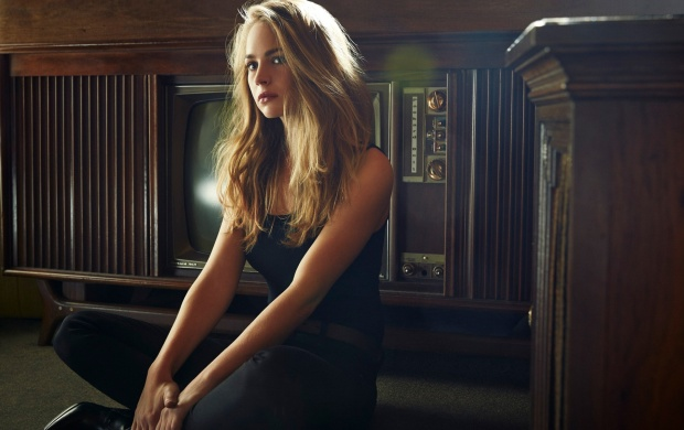 Britt Robertson The Hollywood Reporter (click to view)