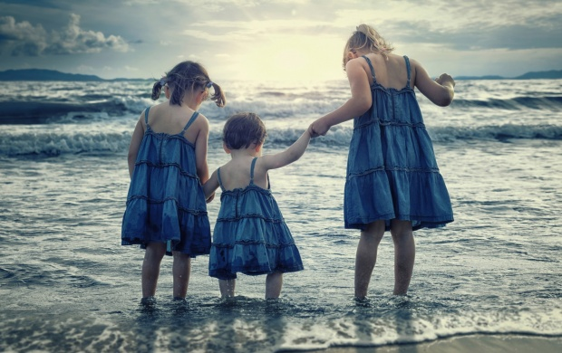Children Sisters At Sea (click to view)