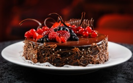 Chocolate Berries Cake Plate