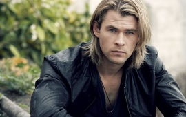 Chris Hemsworth Looking Handsome