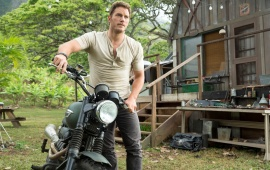 Chris Pratt In Jurassic World 2015