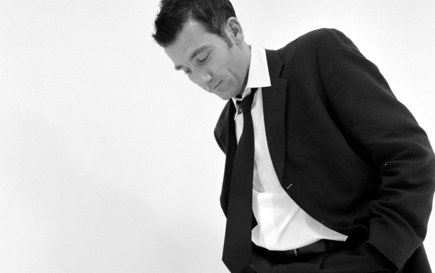 Clive Owen (click to view)