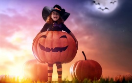 Cute Girl Enjoy Halloween