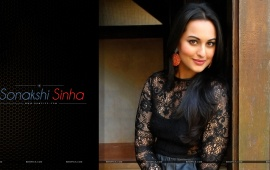 Cute Sonakshi Sinha Smiling Face