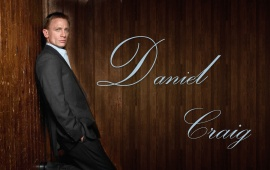 Daniel Craig Wood Background