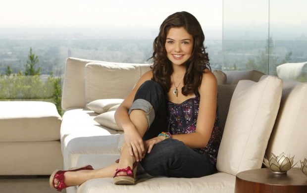 Danielle Campbell (click to view)