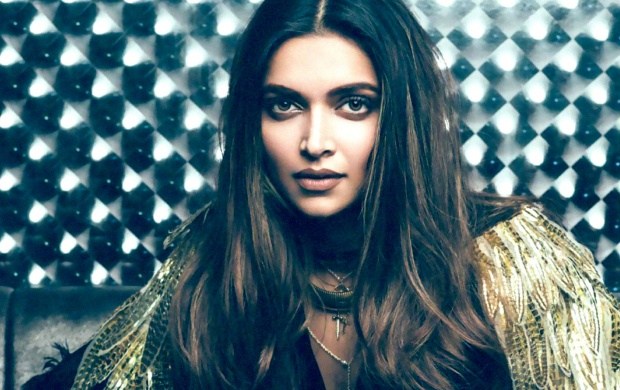 Deepika Padukone Hello (click to view)