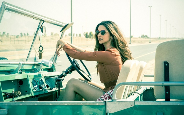 Deepika Padukone In Jeep (click to view)