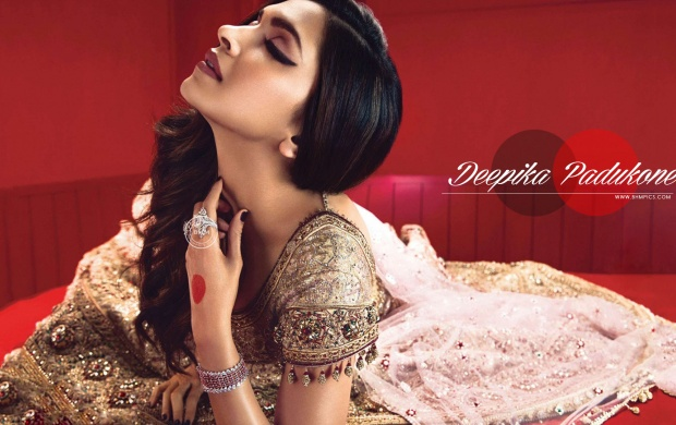 Deepika Padukone In Saree (click to view)