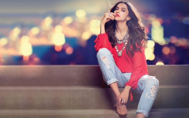 Deepika Padukone Light Bokeh (click to view)