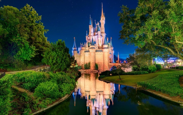 Disneyland Cinderellas Castle Orlando (click to view)