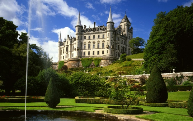 Dunrobin Castle (click to view)