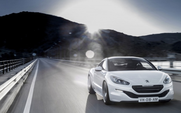 El Peugeot RCZ 2012 Front Side (click to view)