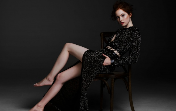 Ellie Bamber Just Jared 2016 (click to view)