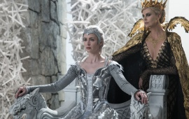 Emily Blunt Charlize Theron The Huntsman Winters War