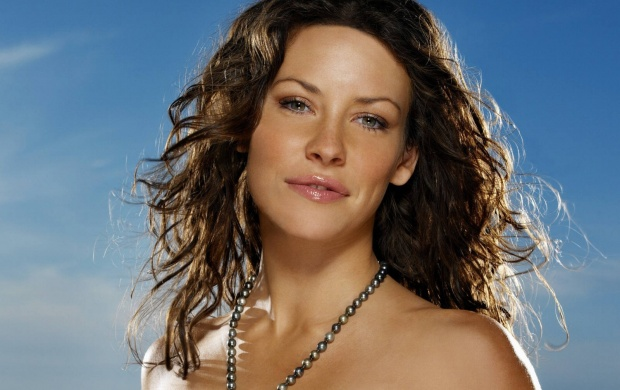 Evangeline Lilly Smile (click to view)