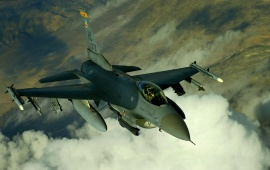 F-16 Fighting Falcon Clouds