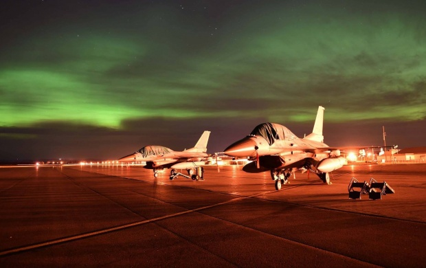 F-16c Fighter Northern Lights (click to view)