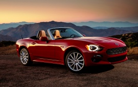 Fiat 124 Spider Lusso Front 2017