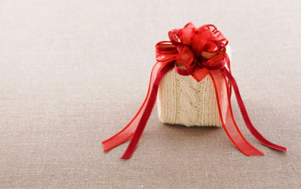 Gift Box Bow Red Ribbon (click to view)