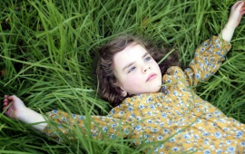 Girl Grass Sleeping Look