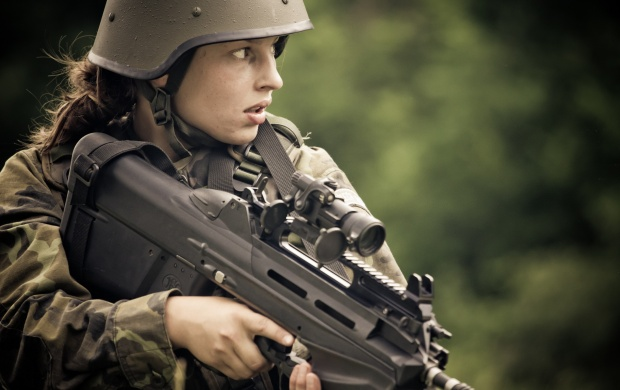 Girl Soldier FN F2000 (click to view)