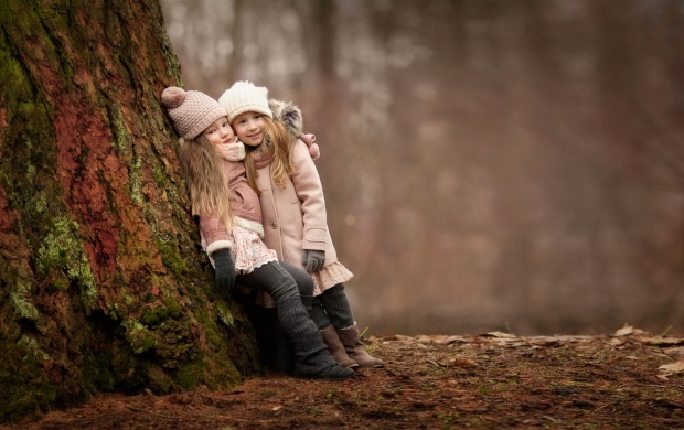 Girls Cute Forest Meeting (click to view)