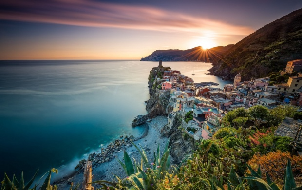 Golden Vernazza Sunset Italy (click to view)