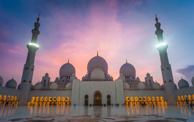 Grand Mosque Sheikh Zayed Mosque (click to view)