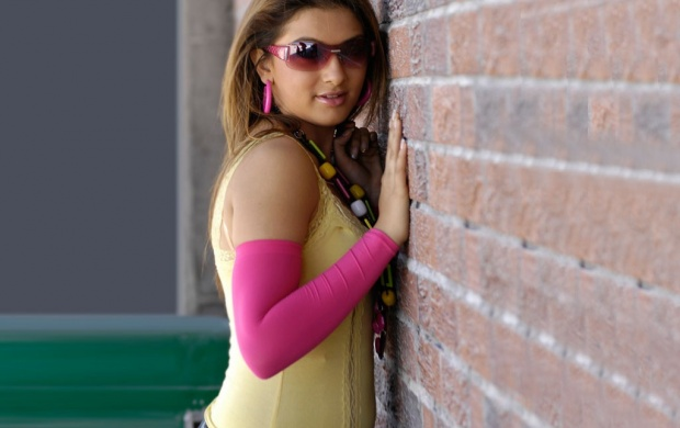 Hansika Is Goggles (click to view)