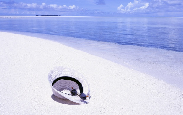 Hat on White Sand Beach (click to view)