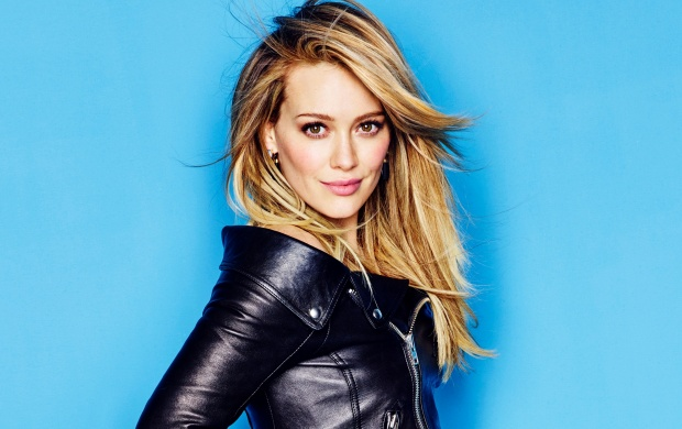 Hilary Duff In Black Jacket (click to view)