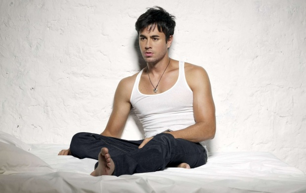 Hot Enrique Iglesias (click to view)