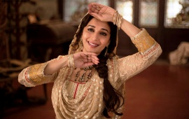 Hot Madhuri Dixit In Dedh Ishqiya