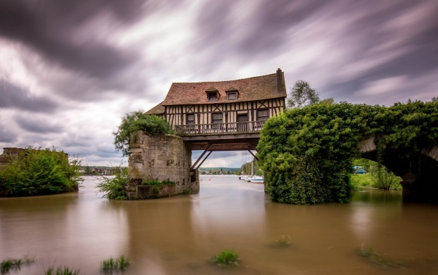 House On A Bridge (click to view)