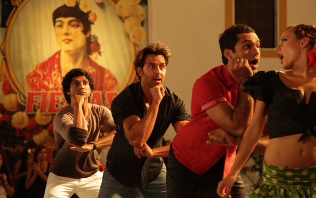 Hrithik Farhan Abhay Dancing In Senorita Song (click to view)