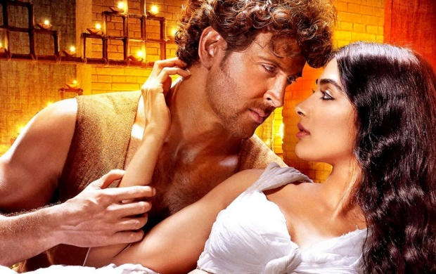 Hrithik Roshan And Pooja Hegde Romance In Mohenjo Daro (click to view)