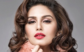 Huma Qureshi Red Lips