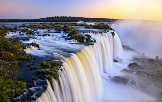 Iguazu Waterfall (click to view)