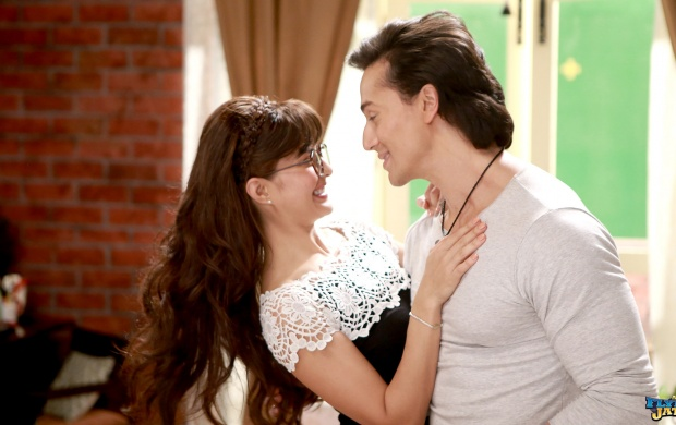 Jacqueline Fernandez And Tiger Shroff In A Flying Jatt (click to view)