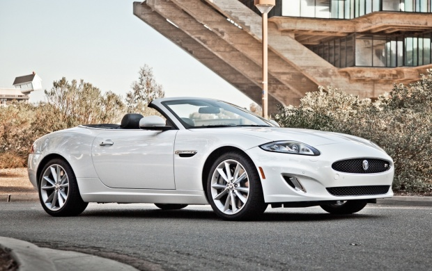 Jaguar XKR Convertible (click to view)