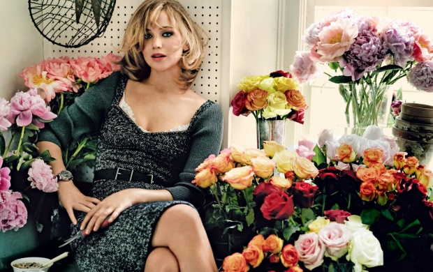 Jennifer Lawrence Vogue 2013 (click to view)