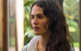 Jessica Brown Findlay In Victor Frankenstein