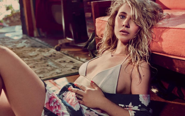 Juno Temple GQ 2016 (click to view)