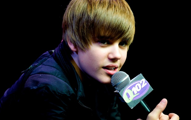 Justin Bieber In Black Jacket (click to view)