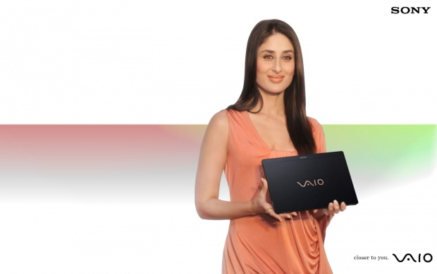 Kareena Kapoor Sony Vaio (click to view)