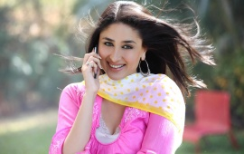 Kareena Kapoor With Cell Phone