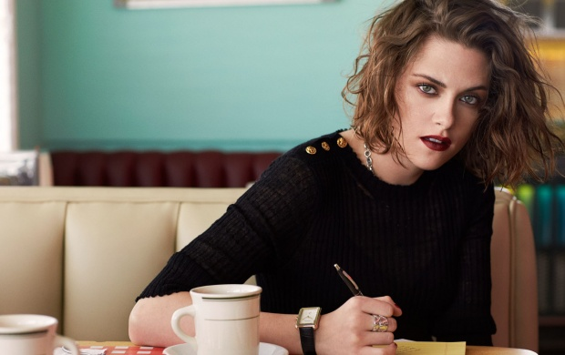 Kristen Stewart Dark Lips (click to view)