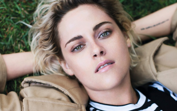 Kristen Stewart Elle UK 2016 (click to view)