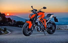 KTM 1290 Super Duke R Overview